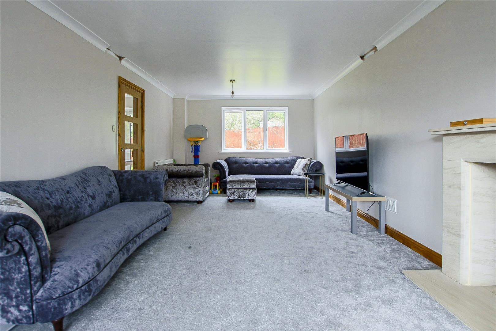 5 Bedroom Detached House For Sale - 9.jpg